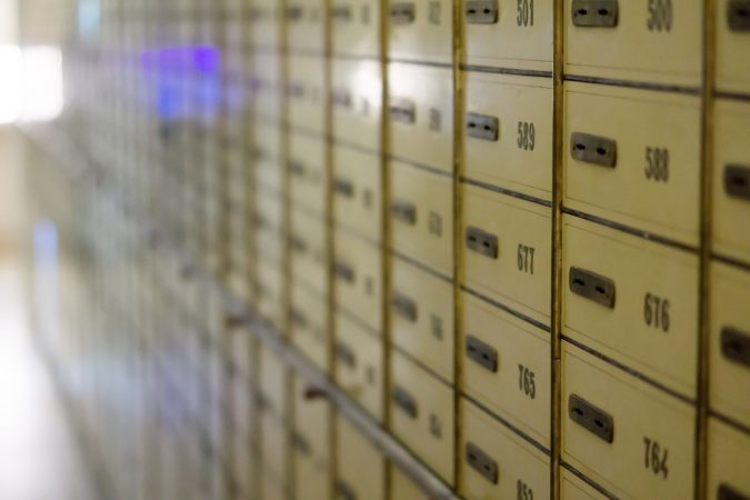 how to share access of a safe deposit box with a relative