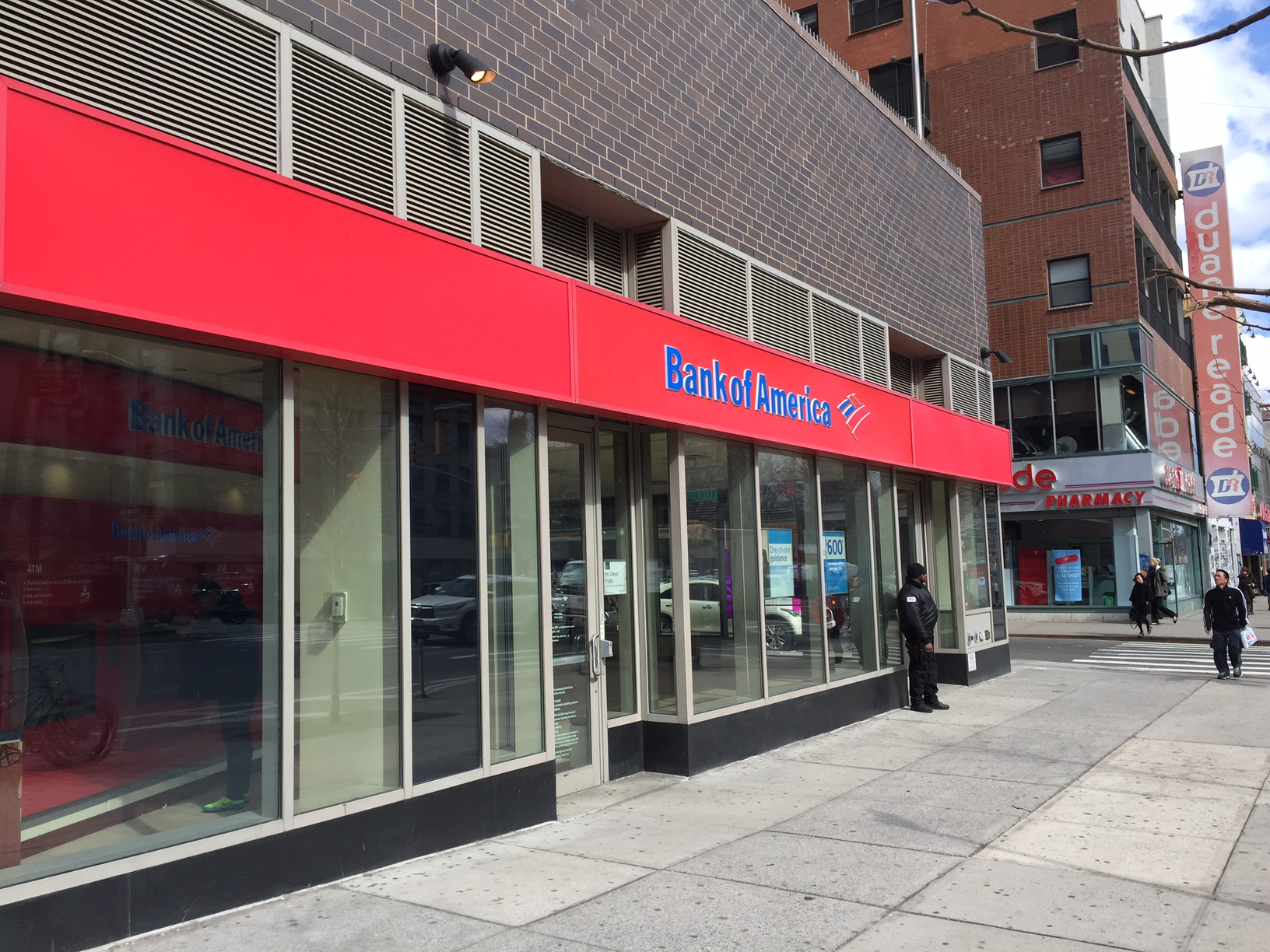 Bank of America Checking vs. Free Online Banks: Which is Better?