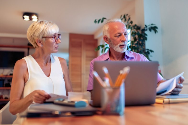 Universal Life Insurance: Pros vs. Cons to Consider